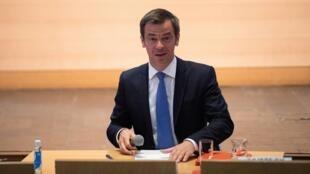 """Le ministre de la Santé Olivier Véran lors d'une réunion du """"Ségur de la Santé"""", le 26 mai 2020 à Paris"""