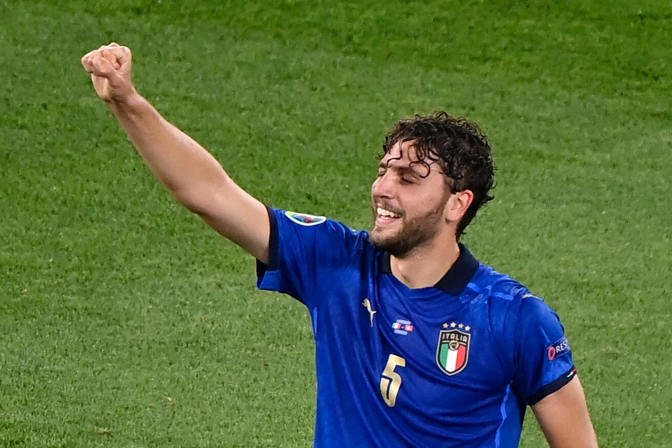 Il centrocampista italiano Manuel Locatelle si diletta dopo aver segnato contro la Svizzera nella partita del girone di Euro 2020 il 16 giugno 2021 allo Stadio Olimpico di Roma.