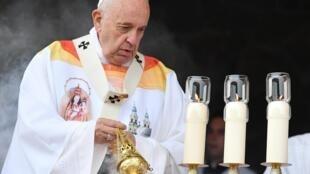 El papa Francisco durante la misa que ofició en el santuario mariano Sumuleu-Ciuc en Miercurea-Ciuc, Rumanía, el primero de junio de 2019.