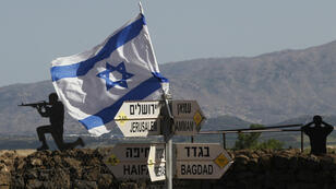 Una bandera israelí flamea en el Monte Bental, en la región de los Altos del Golán, ocupada por Israel, el 10 de mayo de 2018.