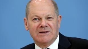 وزير المالية الألماني اولاف شولتز في مؤتمر صحافي في برلين في 14 أيار/مايو 2020