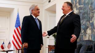 El secretario de Estado de Estados Unidos, Mike Pompeo, habla con el presidente de Chile, Sebastián Piñera, en el palacio presidencial La Moneda, en Santiago, Chile, el 12 de abril de 2019.