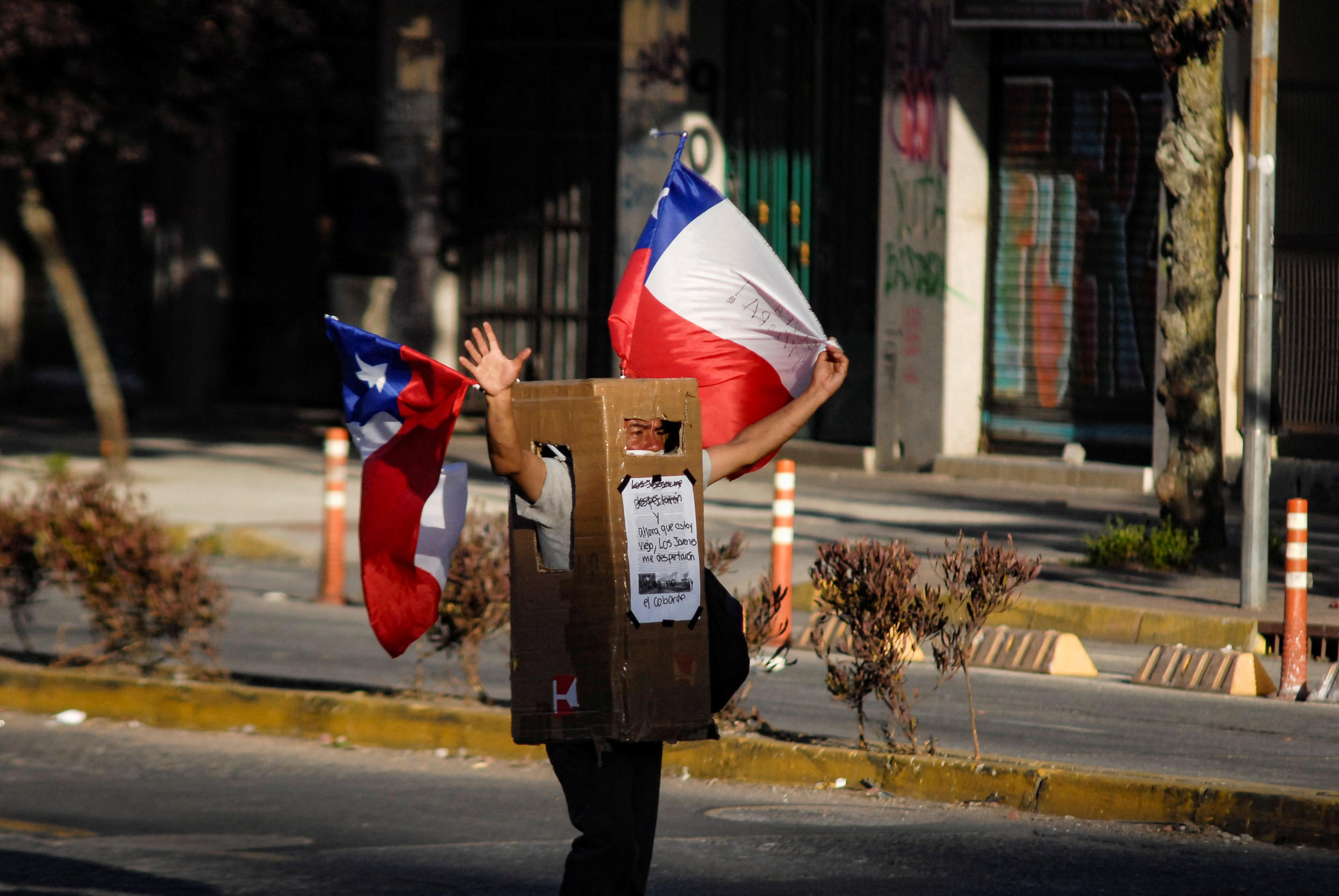 2019-12-03T015324Z_113189273_RC2DND9156SB_RTRMADP_3_CHILE-PROTESTS