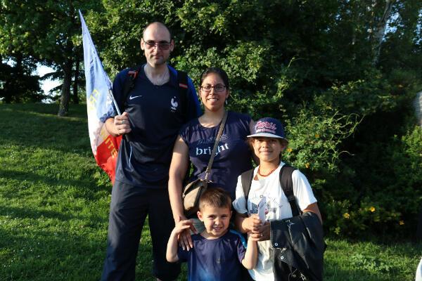 Jack, Sandra, Ethan et Luna sont venus en famille pour assister au dernier match de préparation des Bleues.