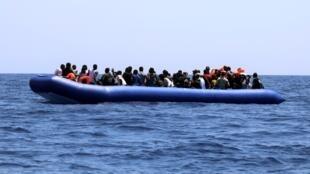 Último grupo de 105 inmigrantes rescatados este lunes con el barco humanitario Ocean Viking frente a las costas de Libia.
