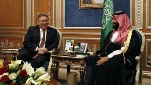 وزير الخارجية الأمريكي مايك بومبيو خلال لقائه مع ولي العهد السعودي الأمير محمد بن سلمان 16 أكتوبر 2018
