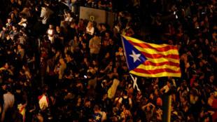 Des indépendantistes catalans manifestent à Barcelone, le 17 octobre 2019.