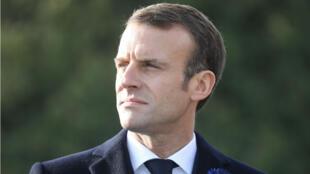 El presidente francés Emmanuel Macron observa las ceremonias que marcan el centenario de la Primera Guerra Mundial. 6 de noviembre de 2018.