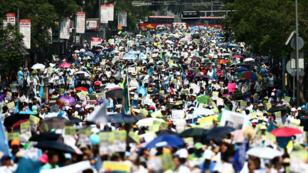 Personas y activistas participan en una marcha contra el aborto en la Ciudad de México, México, EL 18 de mayo de 2019.