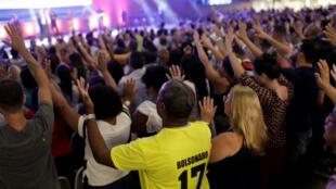De acuerdo con las encuestas un 54% de los evangélicos sostiene que Jair Bolsonaro es el candidato más preparado para combatir la violencia.