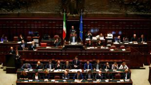 El primer ministro italiano Giuseppe Conte hablando durante su primera sesión en la Cámara Baja del Parlamento en Roma, Italia, el 6 de junio de 2018.
