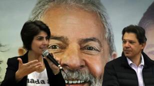Fernando Haddad (PT) et Manuela d'Avila (PCdoB), soutiens de l'ex-président Lula da Silva qui, malgré son incarcération, est toujours candidat à la présidentielle d'octobre.