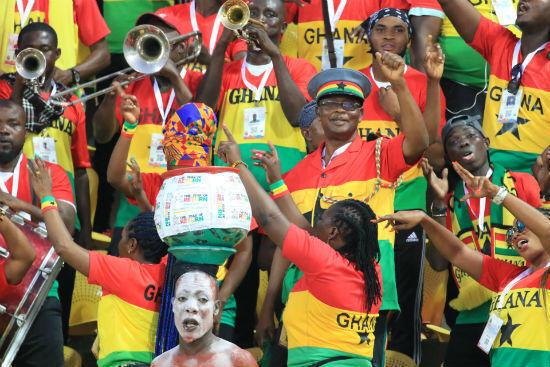 """""""الفوفوزويلا"""" تصاحب جماهير غانا وبنين"""