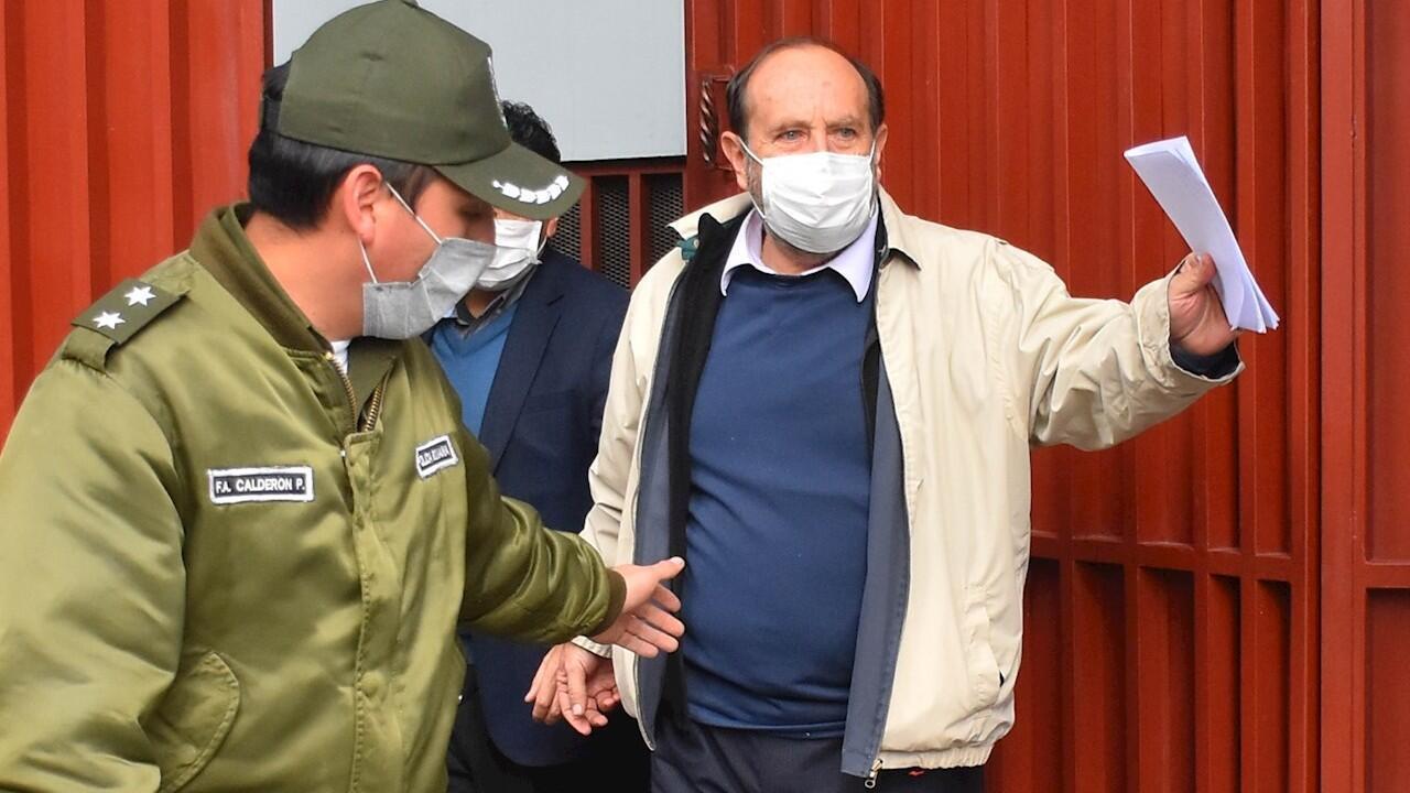 El exminsitro interino de Salud, Marcelo Navajas, durante el traslado hacia su audiencia cautelar por supuesta participación en el escándalo de sobrecostos de respiradores. 20 de mayo de 2020.