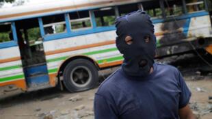 Un manifestant anti-gouvernement durant la journée de protestation du 14 juin près de Tipitapa, dans le sud-ouest du Nicaragua.