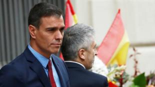 El presidente de España en funciones visitó la comisaría de la Policía Nacional junto al ministro de Interior en funciones, Fernando Grande-Marlaska, y la delegada del Gobierno en Cataluña, Teresa Cunillera. En Barcelona, España, el 21 de octubre de 2019.