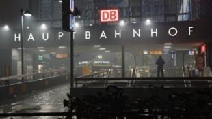 الشرطة الألمانية في محيط محطة ميونيخ 2016/01/01