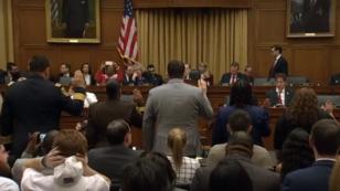 Un grupo de legisladores y testigos de tiroteos en Estados Unidos presentan sus argumentos sobre el control de armas en el país, durante una audiencia en el comité judicial de la Cámara de Representantes, el 6 de enero de 2019.