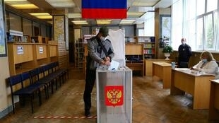 A man casts his ballot in a nationwide vote on constitutional reforms at a polling station in the far eastern city of Vladivostok, Russia on July 1, 2020.