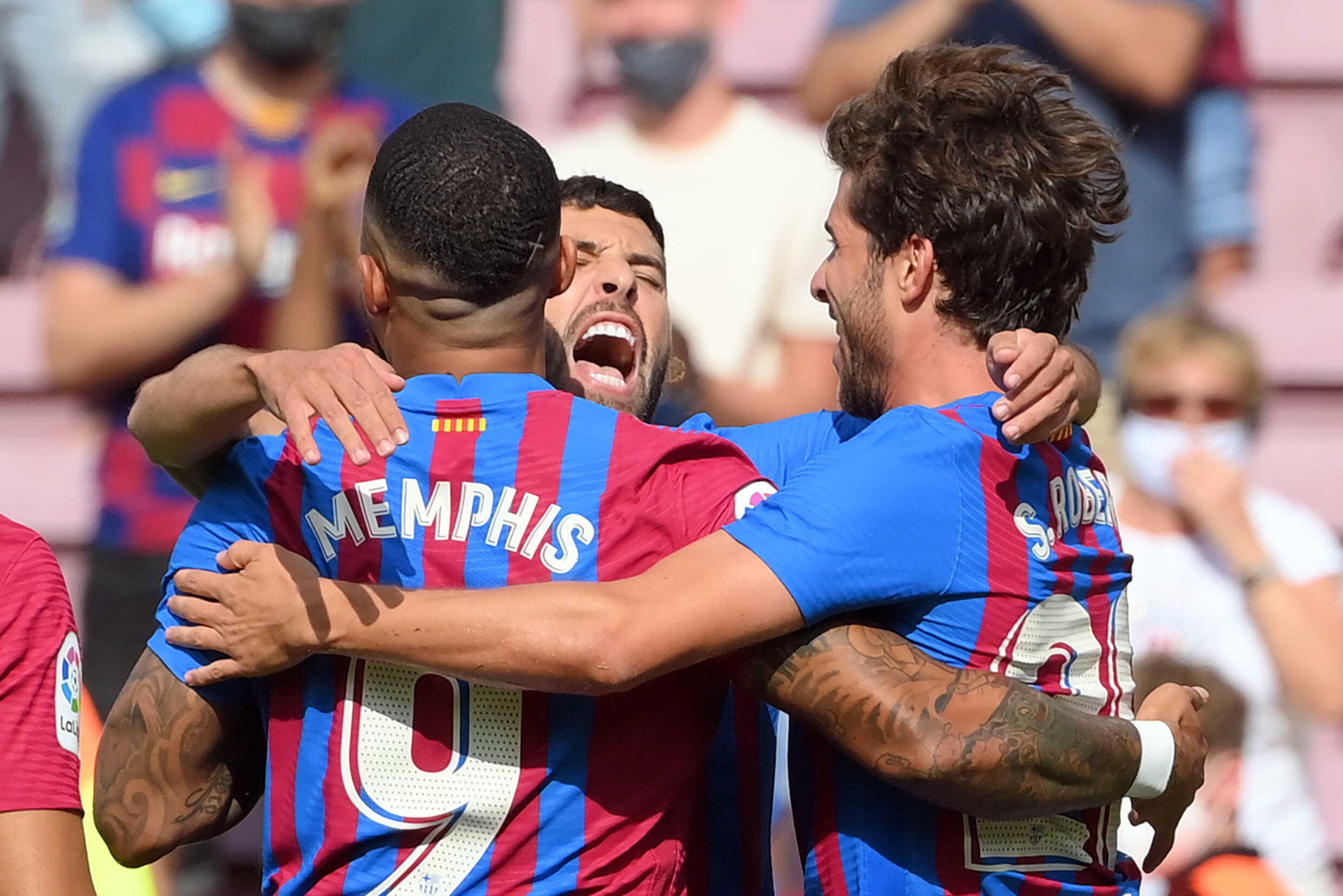 Memphis Depay delivers again for Barcelona