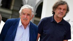 El director de cine serbio, Emir Kusturica (derecha), junto al expresidente uruguayo José Mújica (izquierda) a su llegada a la presentación de 'El Pepe, una Vida Suprema' en el Festival de Cine de Venecia. 3 de septiembre de 2018.