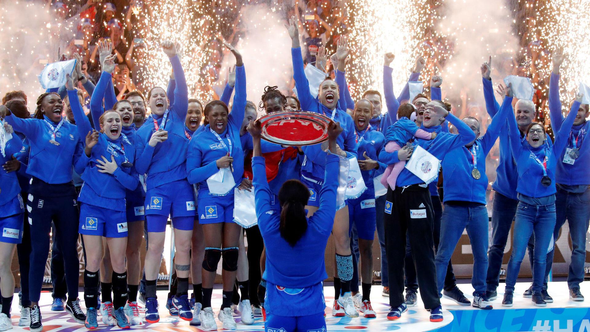 Débutée en beauté lors des JO, l'année se termine en apothéose pour le sport français, avec le sacre des Bleues à l'Euro-2018 féminin de handball. Les filles d'Olivier Krumbholz, championnes du monde un an plus tôt, s'offrent leur première couronne continentale.