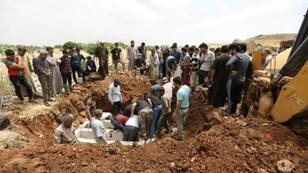 Syrians dig graves in advance to bury victims of regime aerial bombardments in Idlib