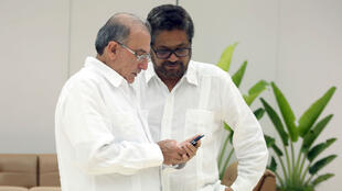 Los dos jefes negociadores del proceso de paz entre el Estado Colombiano y la guerrilla de las FARC, Humberto de la Calle (por el Gobierno) e Iván Márquez (por las FARC), de quien no se conocía noticia hasta la publicación de la carta.