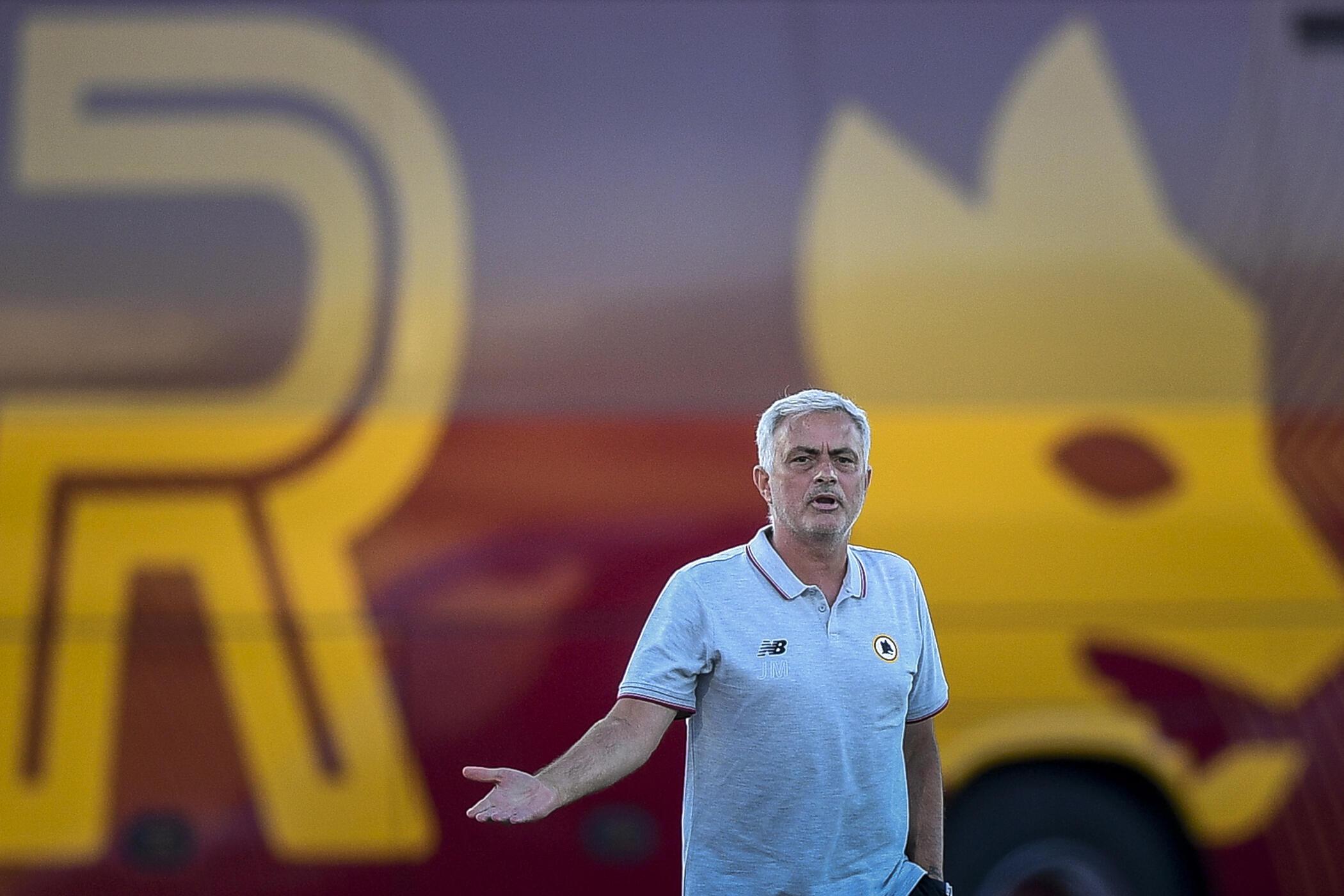 Il nuovo allenatore della Roma, il portoghese Jose Marino, durante l'amichevole contro l'FC Porto il 28 luglio 2021 allo Stadio Bela Vista di Lagova