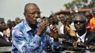 Le président guinéen Alpha Condé appelle la population au calme, le 9 octobre 2015.