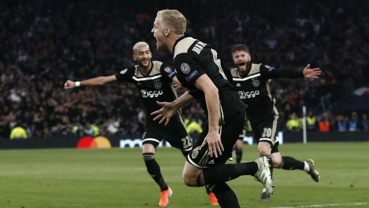 أجاكس أمستردام يهزم مضيفه توتنهام 1-0 في ذهاب الدور نصف النهائي لدوري أبطال أوروبا لكرة القدم. 30 أبريل/نيسان 2019.