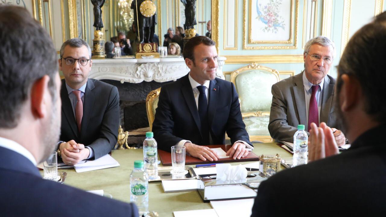 Emmanuel Macron entouré d'Alexis Kohler (à gauche) et de Patrick Strzoda (à droite), le 18 mars 2019, à l'Élysée.