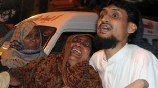 La famille d'un condamné à mort effondrée après son exécution.