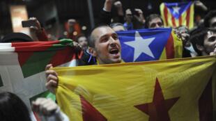 Des Catalans manifestent à l'occasion d'un  référendum sur l'indépendance de la Catalogne, à Barcelone, en novembre 2014..