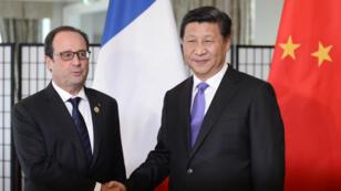 François Hollande et Xi Jinping, le 16 novembre 2014, lors de leur rencontre en marge du sommet du G20 à Brisbane, en Australie.