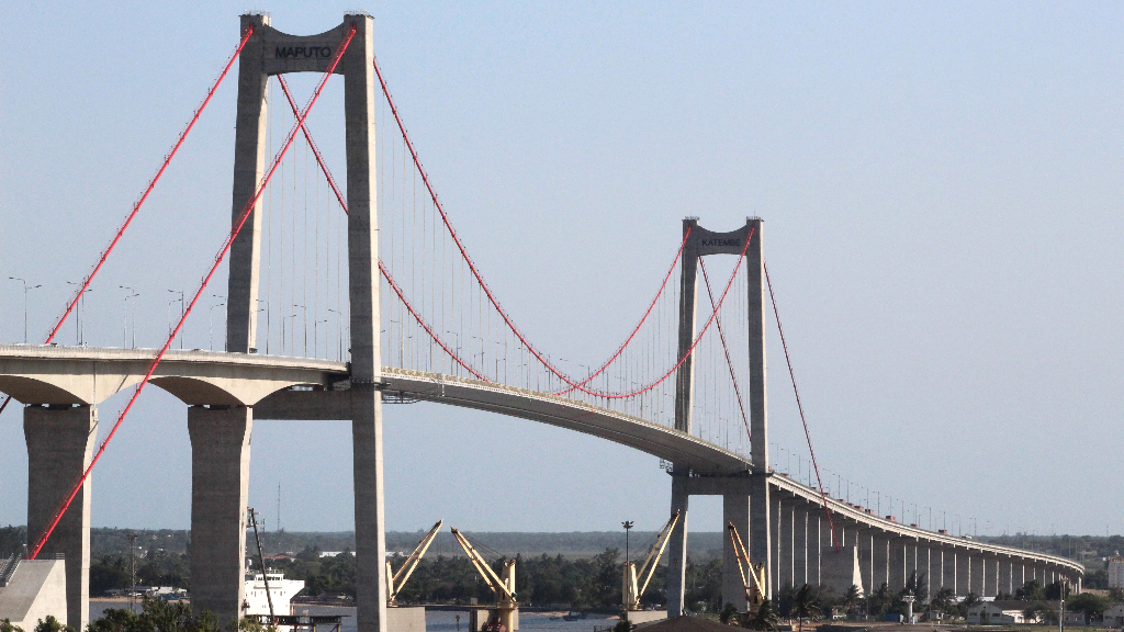 Vista general del puente Maputo-Katembe, en Mozambique, de fabriación China, y que sirvió para unir el norte y el sur de África, con su inauguración en 2018.