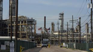 Vista de la refinería Valero Houston, en Houston, Texas, el 20 de abril de 2020