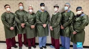2020-05-02 14:03 Fashion designers sew medical gowns for New York hospital staff