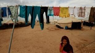 فتاة من دير الزور في شرق سوريا في مخيم في محافظة الحسكة المجاورة في 08 تشرين الأول/أكتوبر 2018