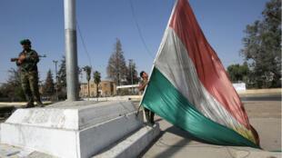 Le drapeau kurde flottant à Kirkourk, le 16 octobre 2017.