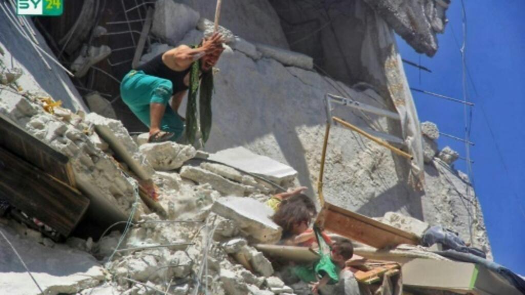 صورة متداولة عبر الانترنت توثّق مأساة ثلاث طفلات في شمال غرب سوريا