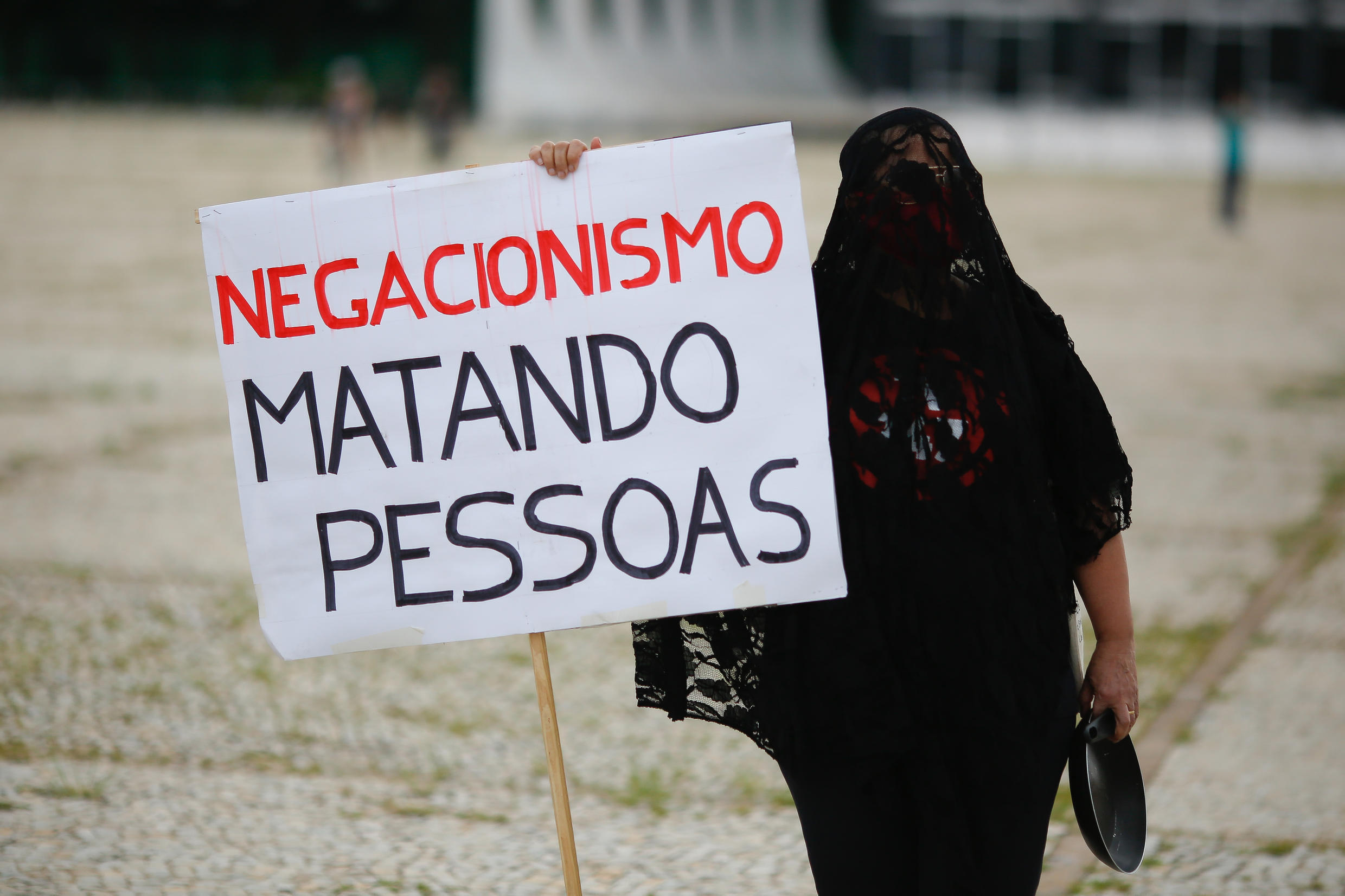 Protesters hold a protest against the measures of the President of Brazil, Jair Bolsonaro, to face the coronavirus COVID-19 pandemic, in front of the Planalto presidential palace, in Brasilia, Brazil, on January 17, 2021.