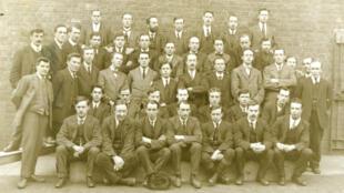 """Un groupe d'objecteurs de conscience """"religieux"""" à la prison de Knutsford, dans le nord-ouest de l'Angleterre, en avril 1918."""