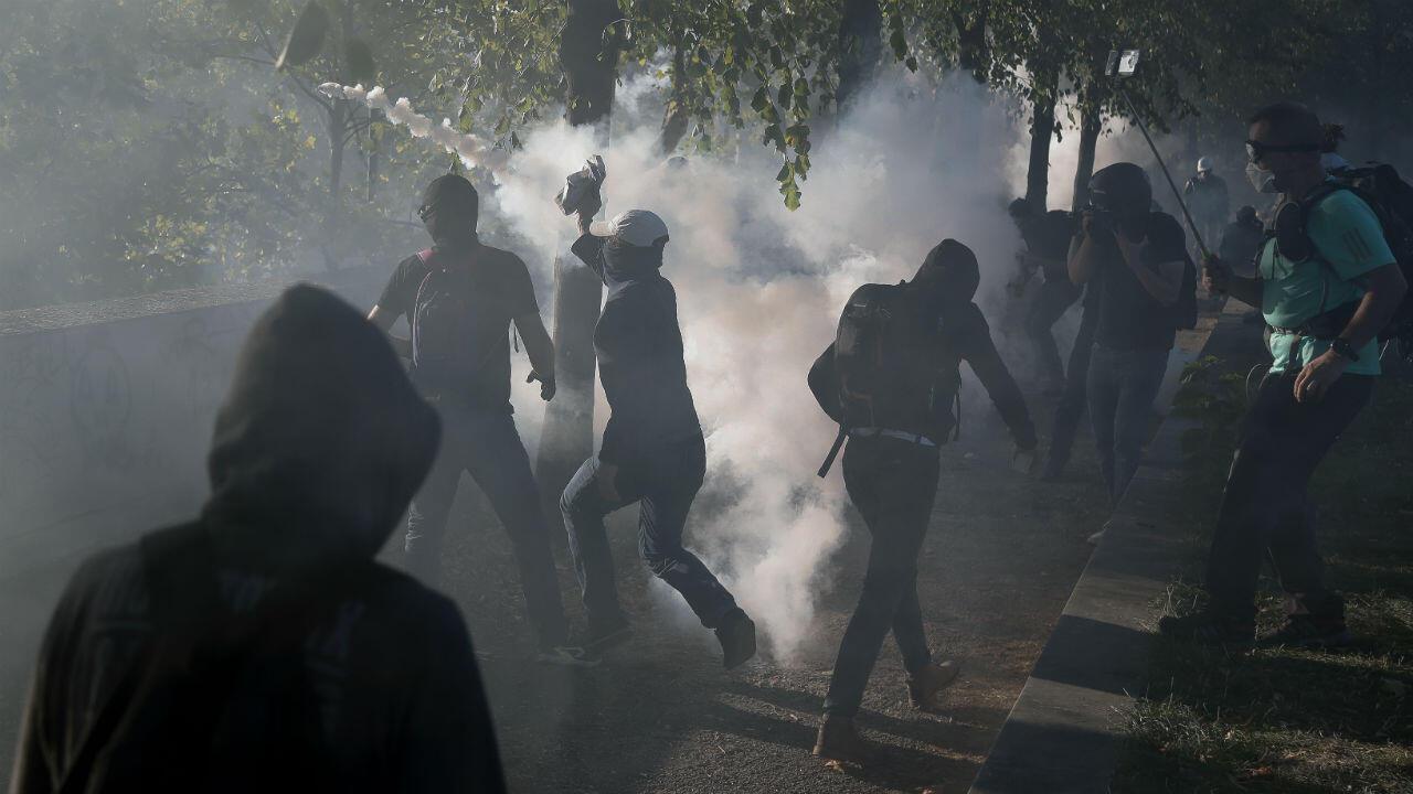 Des black blocs combattent la police en marge de la marche pour le climat à Paris, le 21 septembre 2019.
