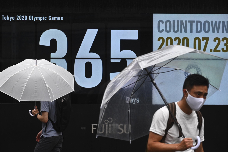 Tokyo célèbre ce 23 juillet 2020 le début du compte à rebours avant ses Jeux olympiques, un an jour pour jour avant la cérémonie d'ouverture, alors que la pandémie de coronavirus, qui a entraîné leur report, sème le doute sur leur tenue.
