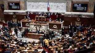 أعضاء البرلمان الفرنسي يغادرون بعد تصويت للتصديق على اتفاقية تجارية بين كندا وأوروبا، باريس، 23 يوليو/تموز 2019
