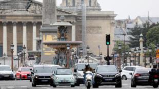 ساحة الكونكورد في باريس بعد أن بدأت فرنسا نهاية تدريجية للحجر الصحي، 11 مايو/ أيار 2020.