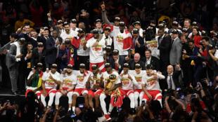 Les Raptors de Toronto célèbrent leur victoire en finale de NBA, à Oakland, le 13 juin 2019.