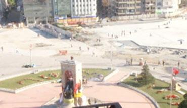 La place Taksim, vide et calme, lundi 3 juin, au matin