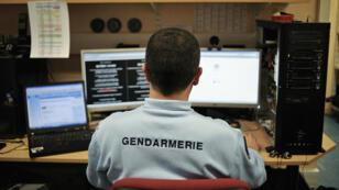 Foto de archivo de un gendarme de la Brigada de Ciberdelincuencia, 21 de febrero de 2011 en Dijon.